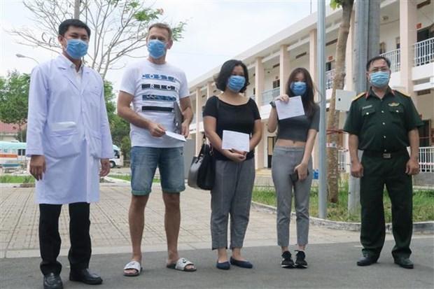 30名新冠肺炎确诊患者已治愈 hinh anh 2