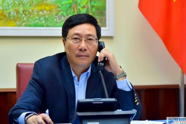 2020东盟轮值主席年:范平明与菲律宾外长洛钦举行电话会谈 hinh anh 1