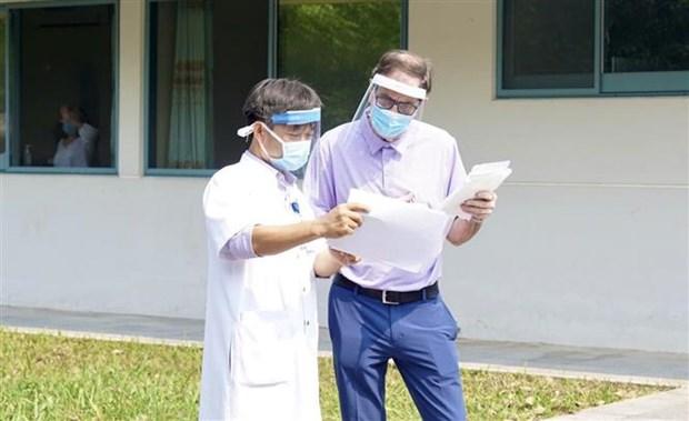 新冠肺炎疫情:在承天顺化省接受治疗的英国新冠肺炎患者已治愈出院 hinh anh 1