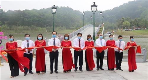 国祖雒龙君忌日祭拜仪式和国母瓯姬上香仪式在富寿省举行 hinh anh 2