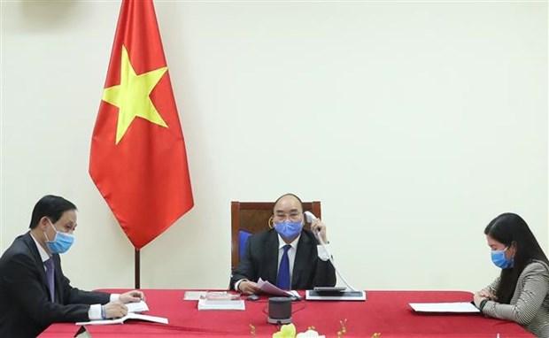 越南政府总理阮春福与中国国务院总理李克强通电话 hinh anh 1
