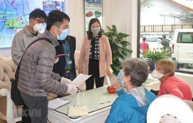 越南为受疫情影响留在越南的外国公民办理签证和居留证延期创造便利条件 hinh anh 1
