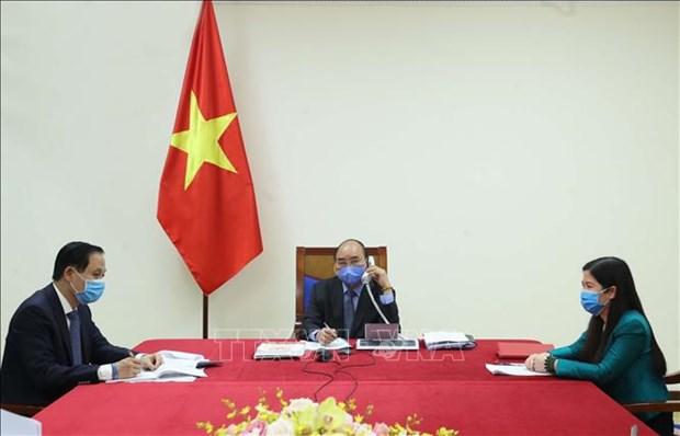 政府总理阮春福与韩国总统文在寅举行电话会谈 hinh anh 1