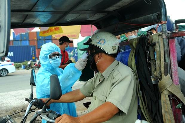 胡志明市采取强有力措施来防控疫情 对机场和火车站所有旅客进行采样检测 hinh anh 1