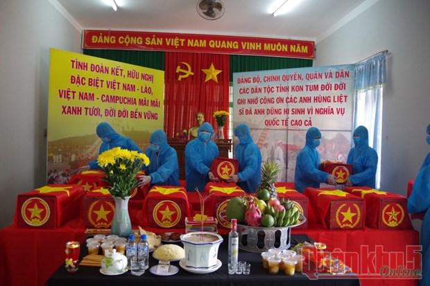 昆嵩省归集21具在老挝和柬埔寨牺牲的越南志愿军和专家烈士遗骸 hinh anh 1