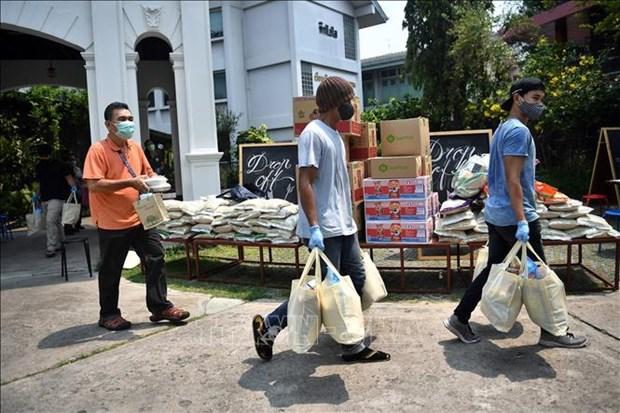 泰国为受疫情影响的劳动者提供职业培训 菲律宾延长社区隔离期 hinh anh 1