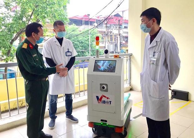 越南成功研发出医用物流机器人 更好服务新冠肺炎疫情防控工作 hinh anh 1