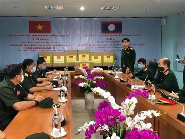 越南国防部派遣专家赴老挝援助新冠肺炎疫情防控工作 hinh anh 1