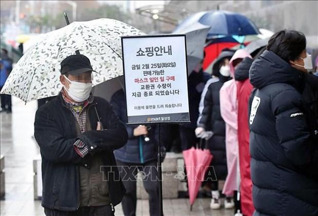 新冠肺炎疫情:韩国劳动部向越南劳务人员免费发放医用口罩 hinh anh 1