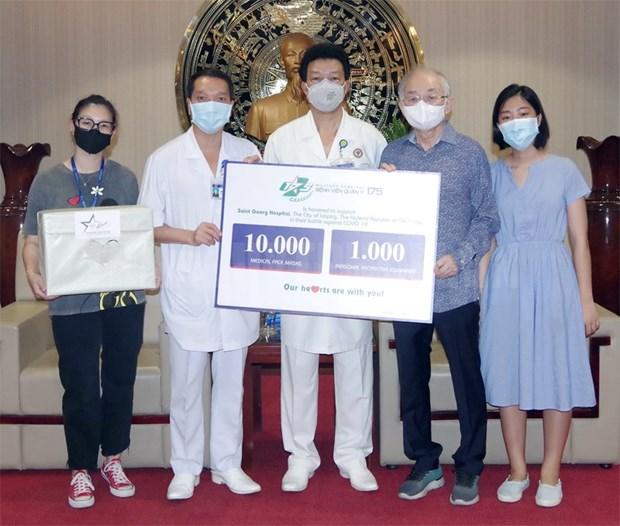 越南175号军医医院向德国莱比锡市一家医院提供防疫物资 hinh anh 1
