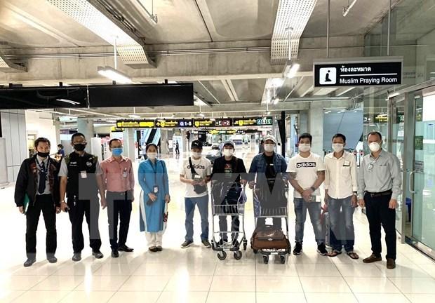 越南驻泰国大使馆成功帮助在素万那普国际机场滞留的7名越南公民回国 hinh anh 1