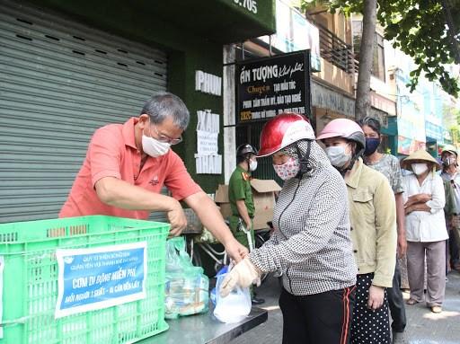 越南多措并举为生产经营活动化解困难和协助受疫情影响的贫困劳动者 hinh anh 1