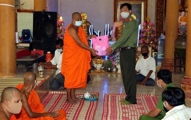 新冠肺炎疫情:动员南部高棉族同胞居家迎接传统新年 hinh anh 2