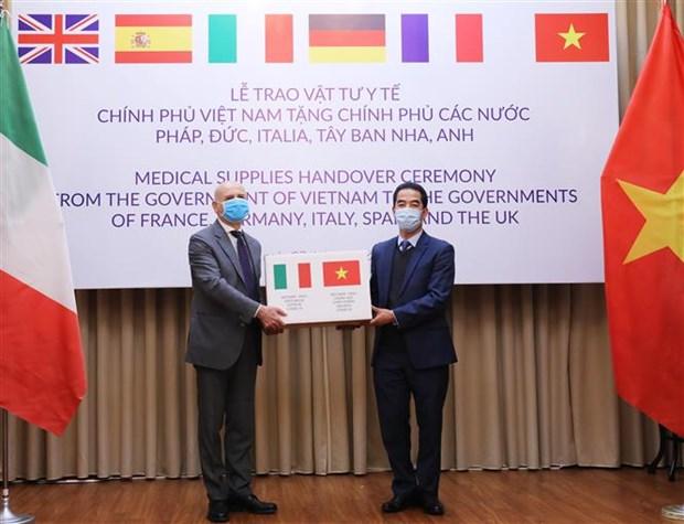 意大利外交部和内政部致信感谢越南支援意大利新冠肺炎疫情防控工作 hinh anh 1