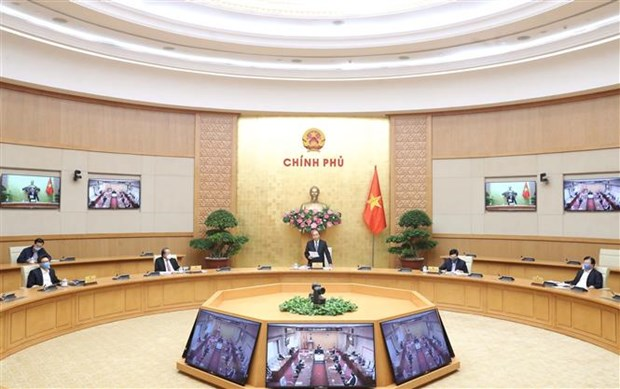 政府总理阮春福主持召开政府与各地方视频会议 讨论应对疫情影响各大措施 hinh anh 1