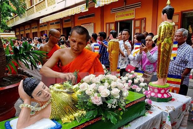 越南政府总理阮春福向高棉族同胞致以传统新年祝福 hinh anh 1