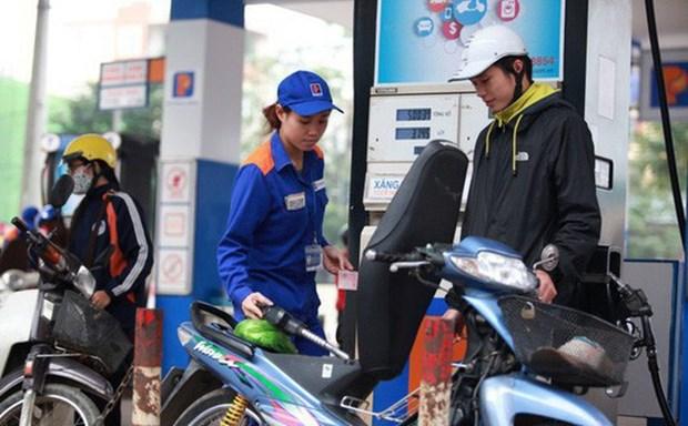 越南各类成品油价格第七次下调 汽油零售价不超过1.2万越盾 hinh anh 1