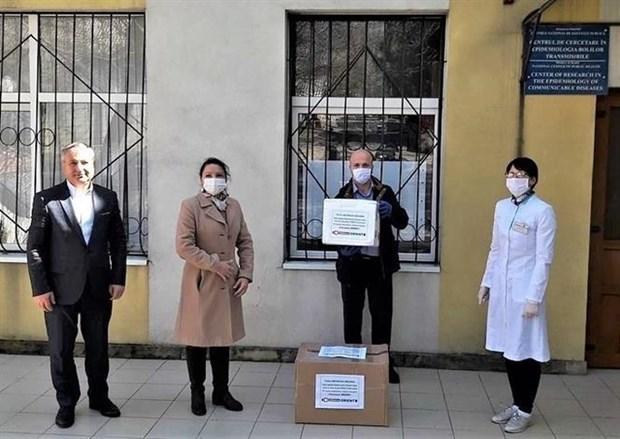 海外越南人制药厂向摩尔多瓦捐赠六百个新冠病毒检测试剂盒 hinh anh 1