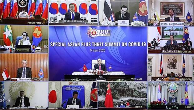 加强东盟与中日韩在防控疫情、保持稳定、发展经济等方面的合作 hinh anh 1