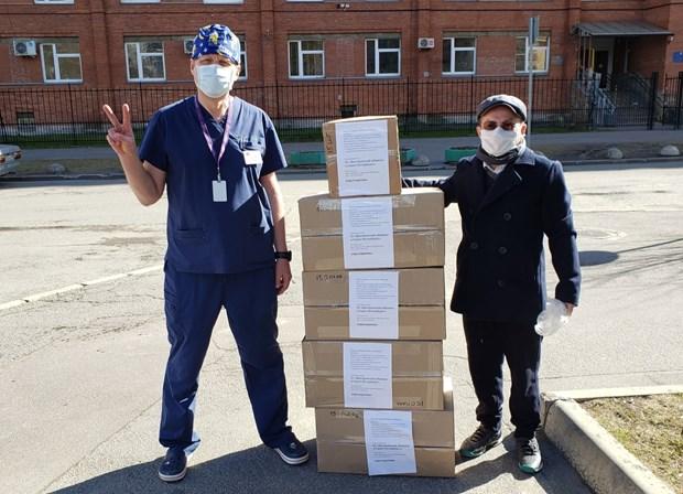 新冠肺炎疫情:在俄罗斯和捷克越南人与当地政府携手抗击疫情 hinh anh 1