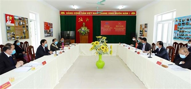 清化省与老挝华潘省互相分享疫情防控经验 hinh anh 1