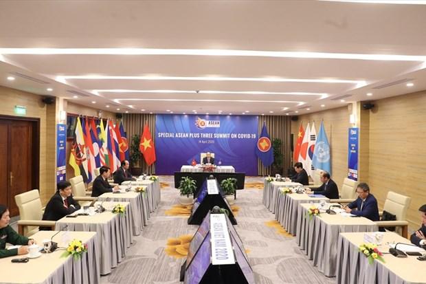 进一步促进东盟和东盟与中日韩合作抗击疫情以保障活跃可持续发展 hinh anh 2