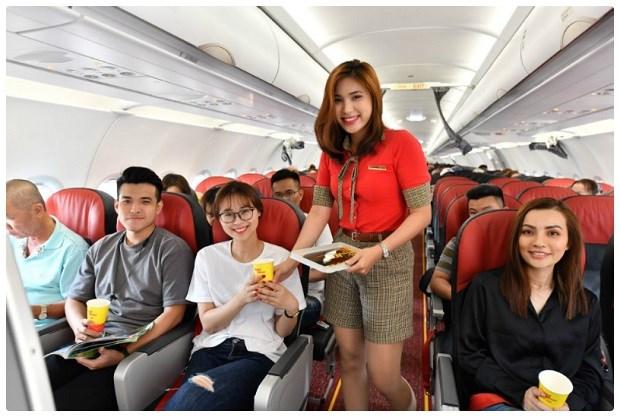 越捷航空在实施社会隔离期间仍执行定期客运航班和货运航班 hinh anh 2