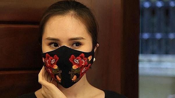 国际媒体称赞越南手绣口罩 hinh anh 1