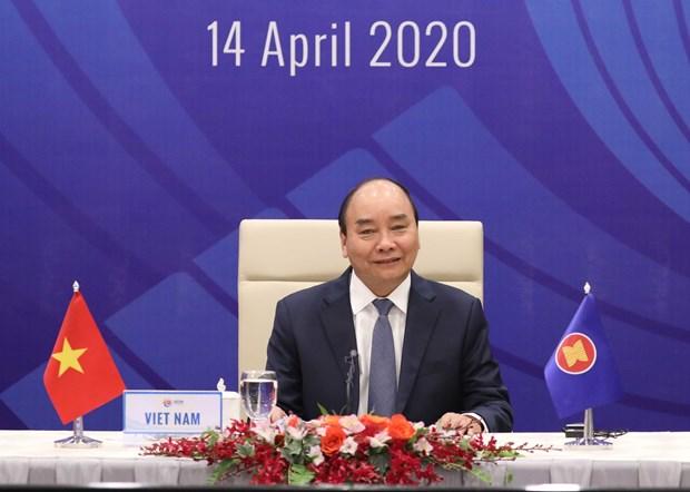 越南政府总理就关于新冠肺炎疫情的东盟领导人特别会议和东盟与中日韩领导人特别会议取得的成果答记者问 hinh anh 1