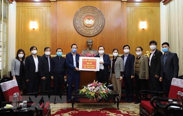 越南社会各界积极捐赠资金以及物资支援防疫工作 hinh anh 1