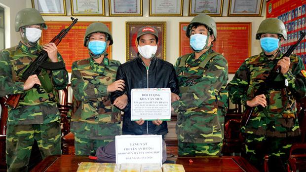 河静省边防部队抓获一名从老挝贩运毒品入境越南的犯罪嫌疑人 hinh anh 1