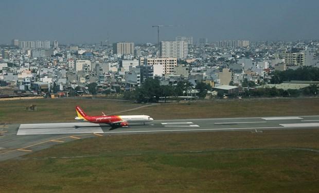新冠肺炎疫情:越南各家航空公司自4月16日起开始增加航班频率 hinh anh 1
