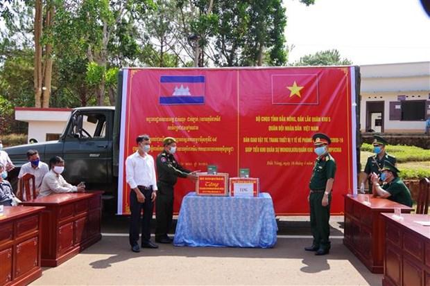 越南得农省为柬埔寨蒙多基里省提供防疫物资 hinh anh 1