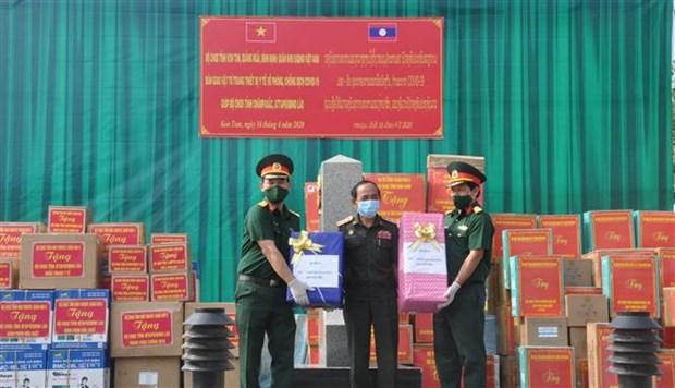 越南向老挝各地援助防疫物资 hinh anh 1