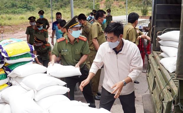 承天顺化省向老挝捐赠医疗物资和必需品 hinh anh 1