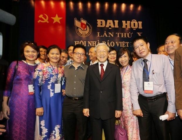 越共中央总书记、国家主席阮富仲致信祝贺越南记者协会成立70周年 hinh anh 1