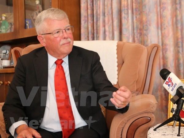 澳大利亚教授卡尔·塞耶:越南对遏制新冠肺炎疫情蔓延实施社会距离措施取得最高成效 hinh anh 1