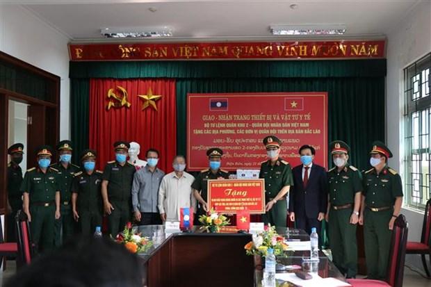 越南向老挝北部各省赠予防疫设备 hinh anh 1