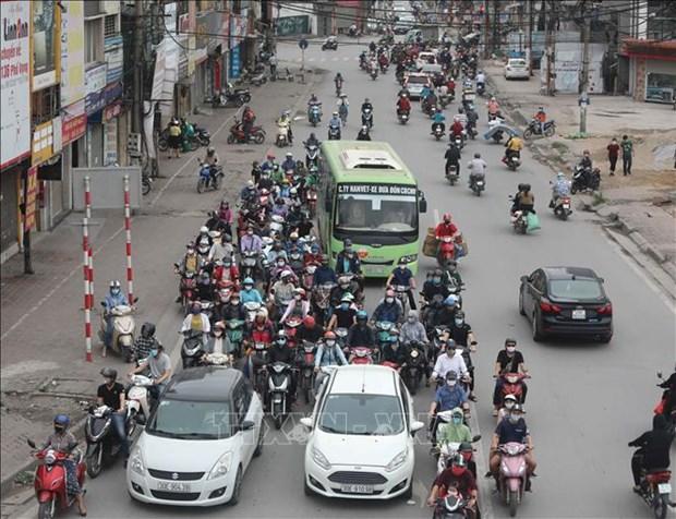 自4月23日零时起河内市停止社交隔离 社会隔离仍在部分县份延续 hinh anh 1