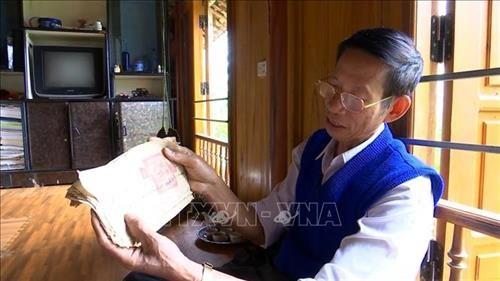 清化省:为保护和传承古代傣语文字奉献一生的老师 hinh anh 1