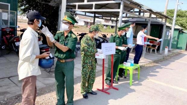 军队做好疫情防控第一线和保卫祖国双重任务 hinh anh 2