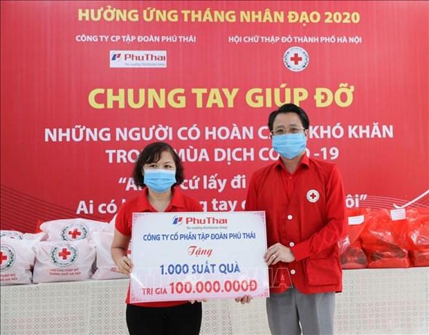 2020年人道月:河内市大力帮助受疫情影响的贫困群众 hinh anh 1