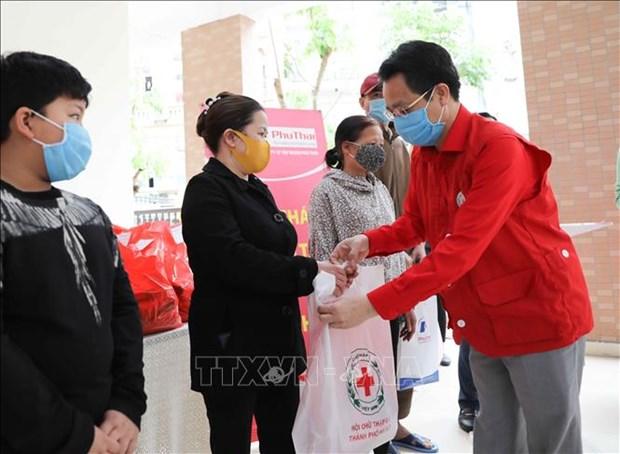 2020年人道月:河内市大力帮助受疫情影响的贫困群众 hinh anh 2