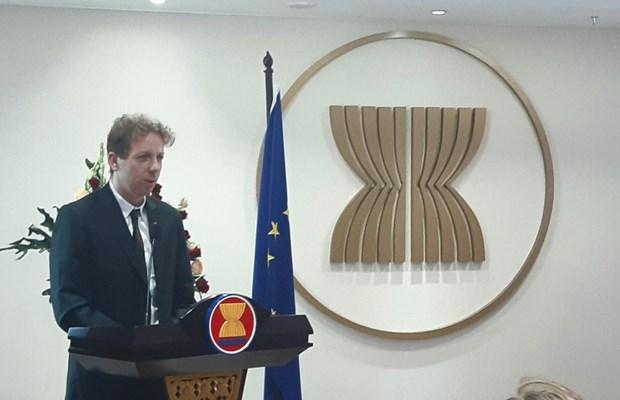 欧盟对在东海采取的单方面行为表示担忧 hinh anh 1