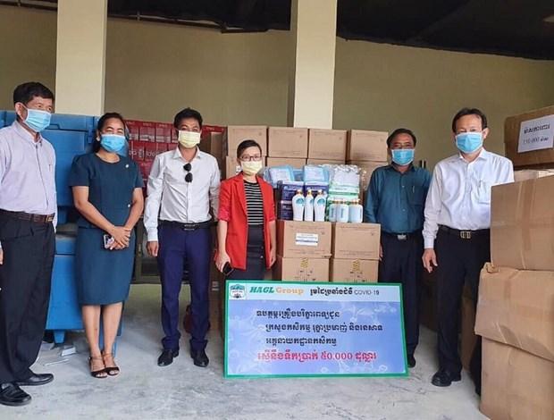 越南黄英嘉莱集团向柬埔寨农林渔业部捐赠医疗物资 hinh anh 1