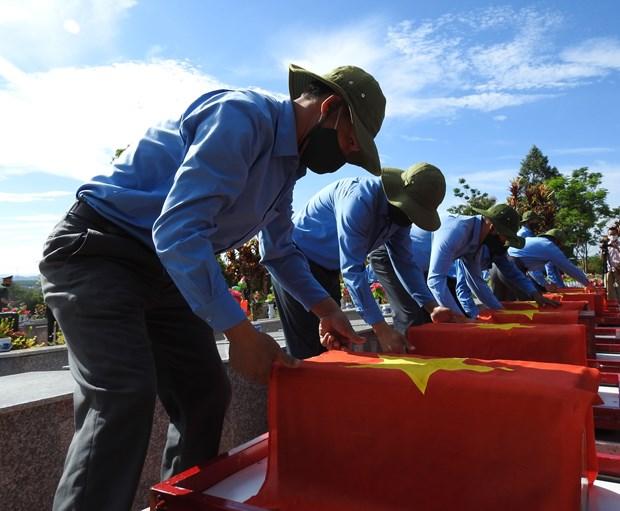 昆嵩省为战争时期在老挝和柬埔寨牺牲的英烈举行安葬仪式 hinh anh 1