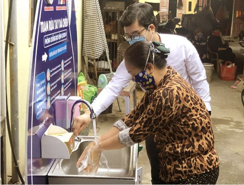 华尔街日报:新冠肺炎疫情防控阻击战助力提高越南国际地位 hinh anh 1