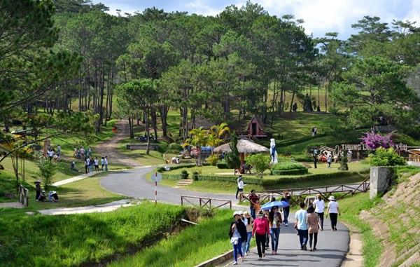 全国多地旅游景区重新开放 推出优惠政策吸引游客 hinh anh 2