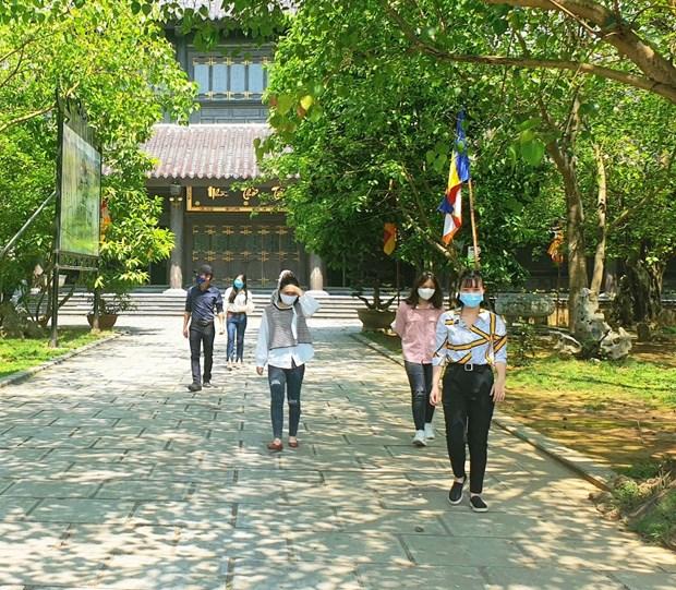 各旅游区和风景区重新开放迎客时需确保游客的安全 hinh anh 1