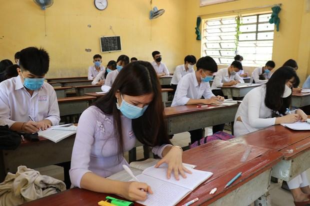 越南全国多地学生开始重返校园 河内市初中以上学生5月4日起返校 hinh anh 1